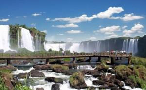 Data da foto: 2008 Vista do Salto Floriano à esquerda e da Garganta do Diabo, no lado argentino, ao fundo.