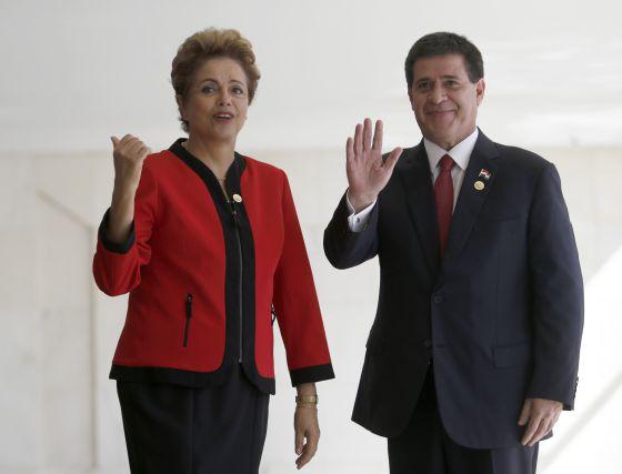 Dilma Rousseff e Horacio Cartes, presidente do Paraguai, durante a cúpula do Mercosul em julho. (Presidência do Paraguai)