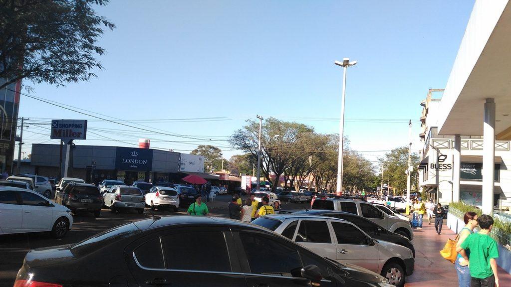 Estacionamento nas ruas da cidade