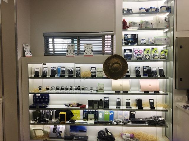 Vitrine de produtos recondicionados no 5 andar da loja CellShop