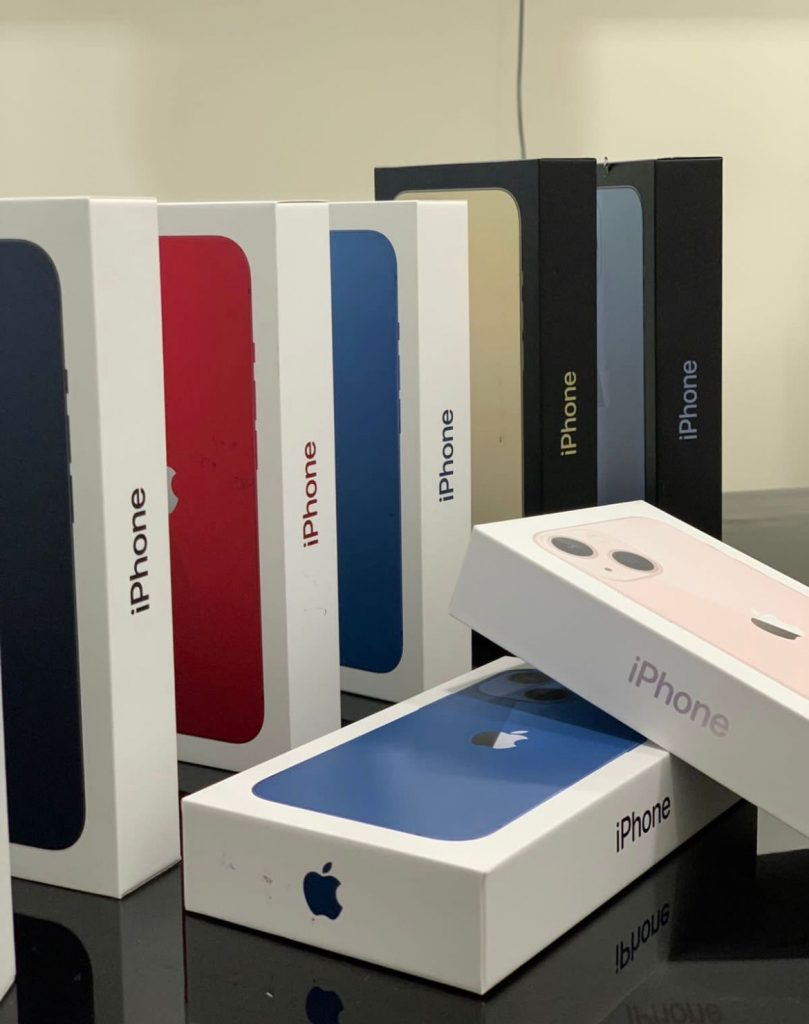 iPhone 13.3